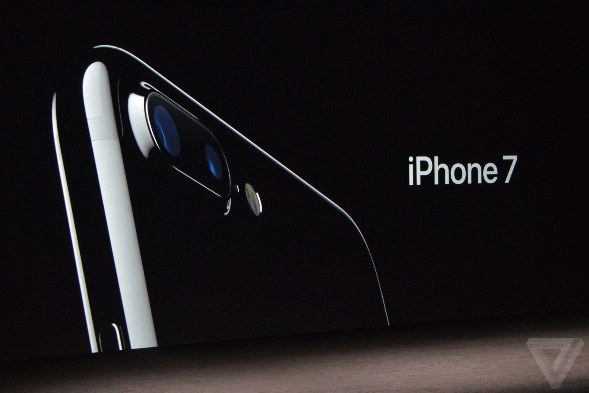 Nhìn lại màn ra mắt iPhone 7 (09/08/2016)